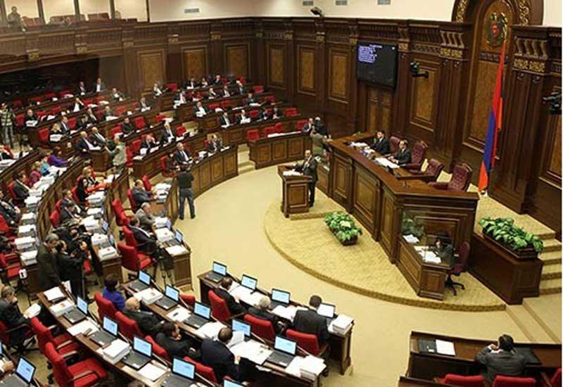 Ermənistan parlamentində etiraz