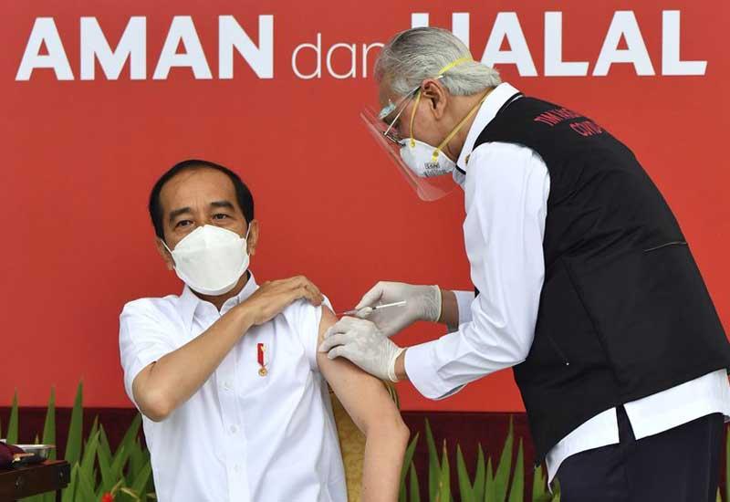 İndoneziyada ilk koronavirus peyvəndi prezidentə vuruldu